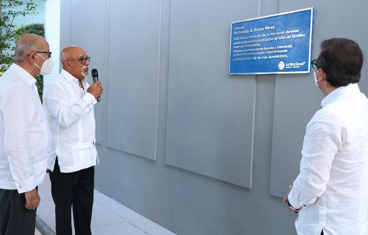 Homenaje Dr. Reyes